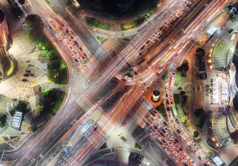Ideia superior da noite da interseção da estrada em Seoul, Coreia do Sul foto de stock royalty free