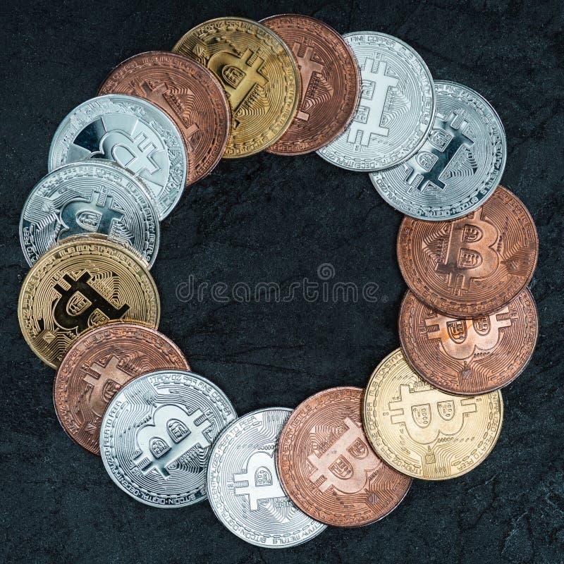 ideia superior de bitcoins arranjados no círculo foto de stock royalty free