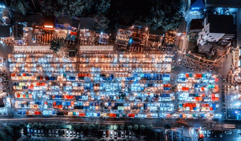 Ideia superior de cima de um mercado da noite na noite na cidade de Banguecoque, fotografia de stock