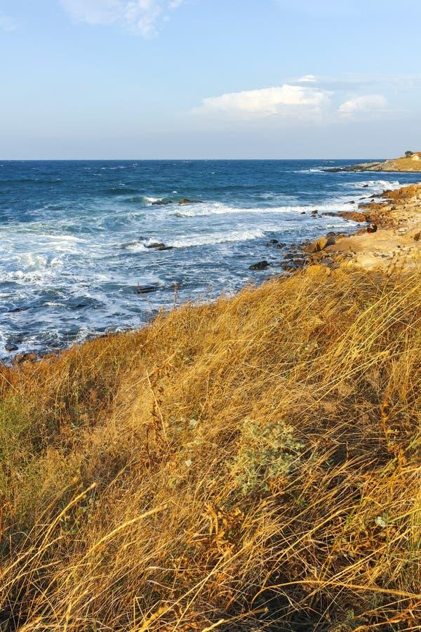 Ideia surpreendente do litoral da vila de Chernomorets, região do por do sol de Burgas foto de stock