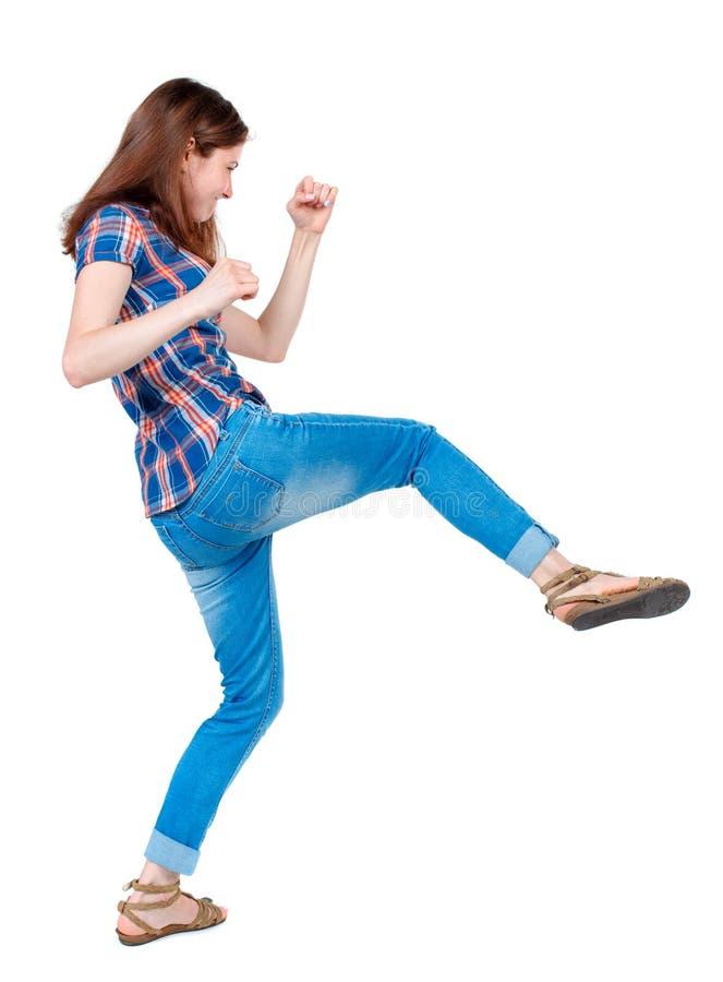 Ideia traseira das lutas engraçadas da mulher que acenam seus braços e pés fotografia de stock