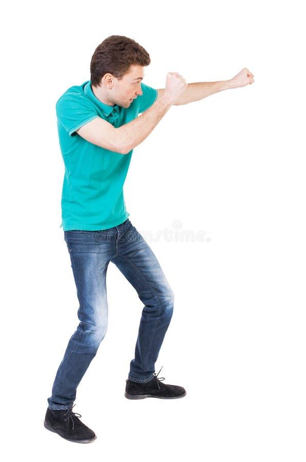 Ideia traseira das lutas engraçadas do indivíduo magro que acenam seus braços e pés foto de stock