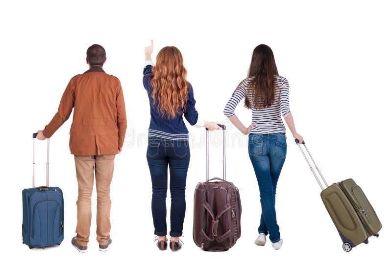 Ideia traseira do grupo com mala de viagem imagens de stock