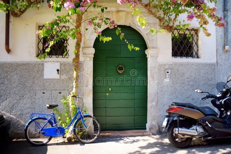 Ideias bonitas de Gargnano, de uma cidade pequena e do comune na província de Bríxia, em Lombardy imagens de stock