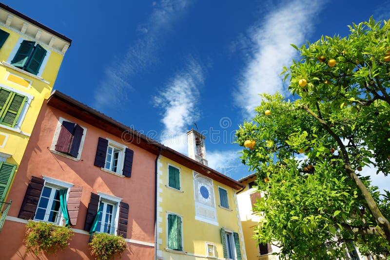 Ideias bonitas de Gargnano, de uma cidade pequena e do comune na província de Bríxia, em Lombardy imagem de stock royalty free