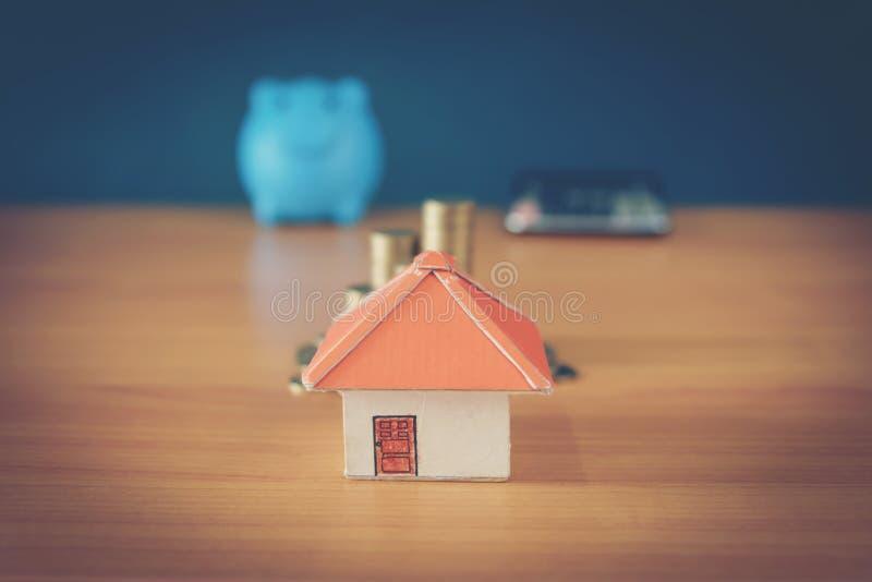 Ideias de salvamento do dinheiro para as ideias das casas, as financeiras e as financeiras, dinheiro de salvamento na preparação  fotografia de stock