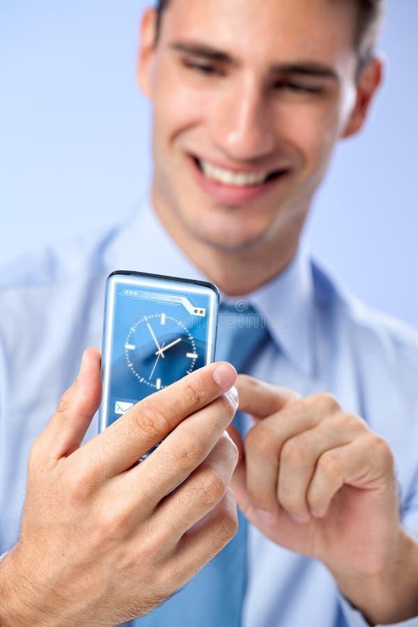 Ideias inovativas futuras reais - homem novo com fut transparente fotos de stock