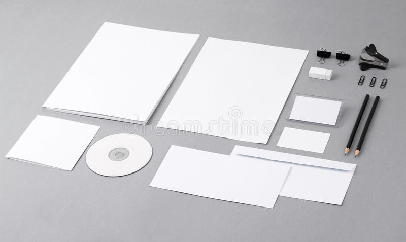 Identidad visual en blanco. Papel con membrete, tarjetas de visita, sobres, FO fotos de archivo