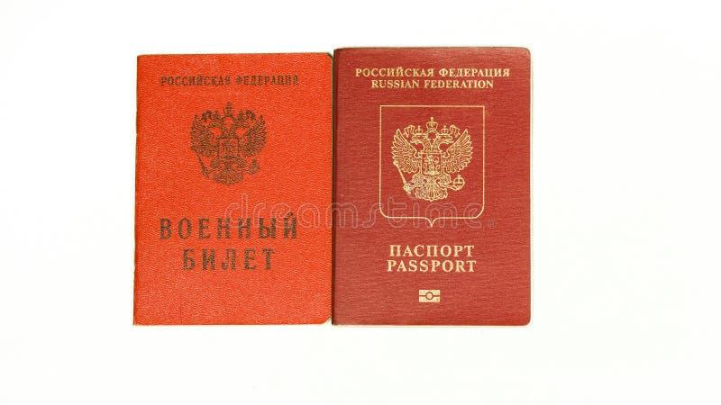 Identificação militar do russo e passaporte internacional isolados no branco fotos de stock