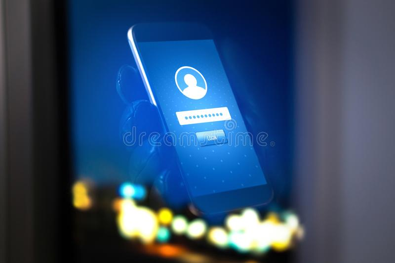 Identitetsstöld och cybersäkerhet Mobil en hacker och brottsling fotografering för bildbyråer