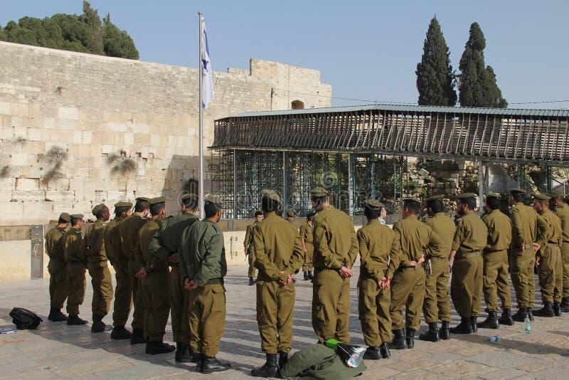 IDF-Soldaten an der Klagemauer Jerusalem stockfotografie