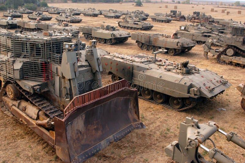 IDF zwingt Behälter und bewaffnete Fahrzeuge außerhalb Gazastreifens lizenzfreies stockbild