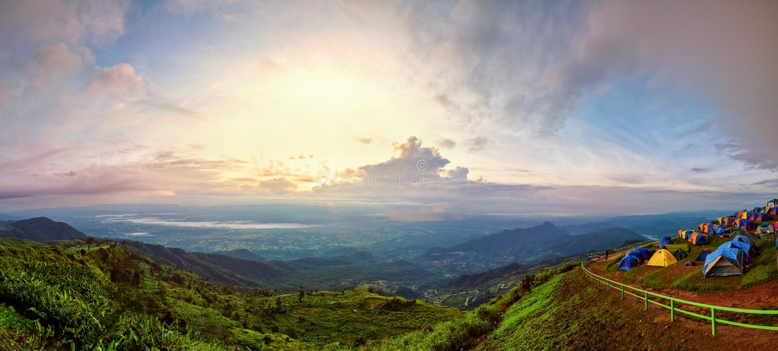 Idiot de Phu Thap de panorama au lever de soleil photo stock