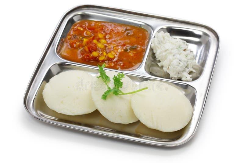 Idli, sambar en kokosnoot stock afbeelding
