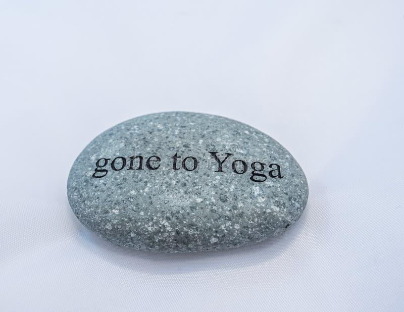 IDO a la roca de la YOGA imagen de archivo libre de regalías