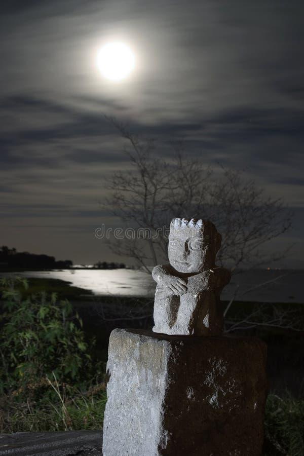 Idole la nuit image libre de droits