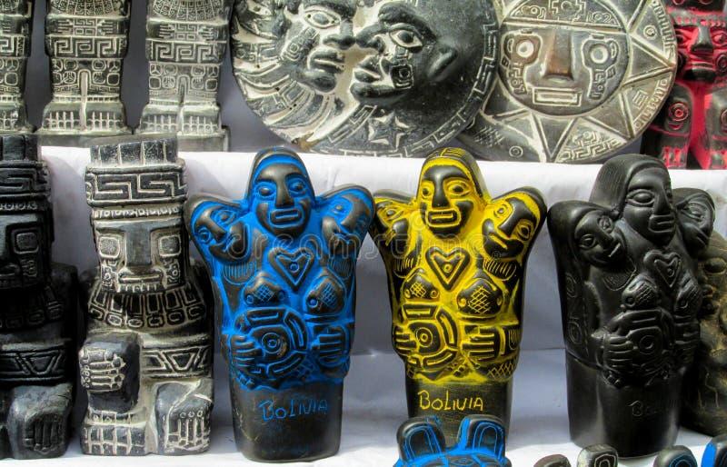 Idolen in mercado DE las brujas in Bolivië stock fotografie