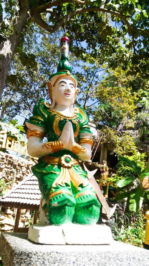 Idolgrün von Thailand-Aufenthalt auf dem Block stockfotografie