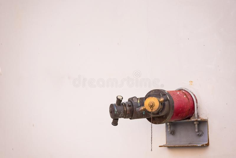 Idrante antincendio sulla parete thailand fotografia stock libera da diritti