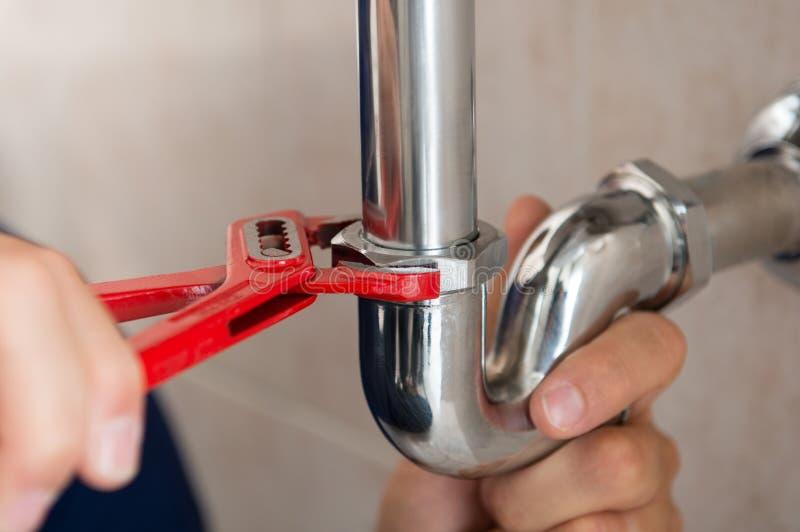 Idraulico Fixing Pipe immagine stock
