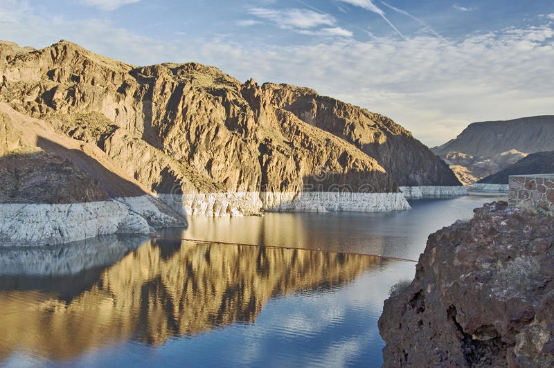 Idromele del lago vicino alla diga di Hoover fotografie stock