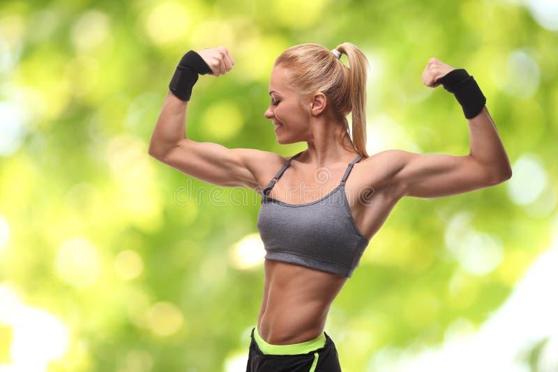 idrotts- h?rlig kvinna royaltyfri fotografi