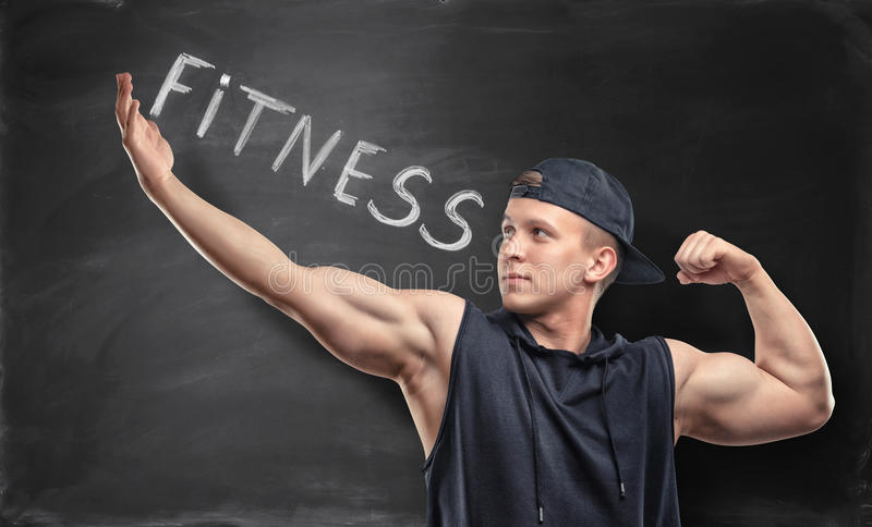 Idrotts- idrottsmananseende på bakgrunden med ord & x27; fitness& x27; royaltyfria foton