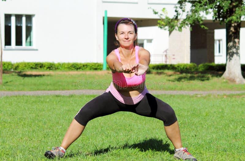 idrotts- kvinna royaltyfri fotografi