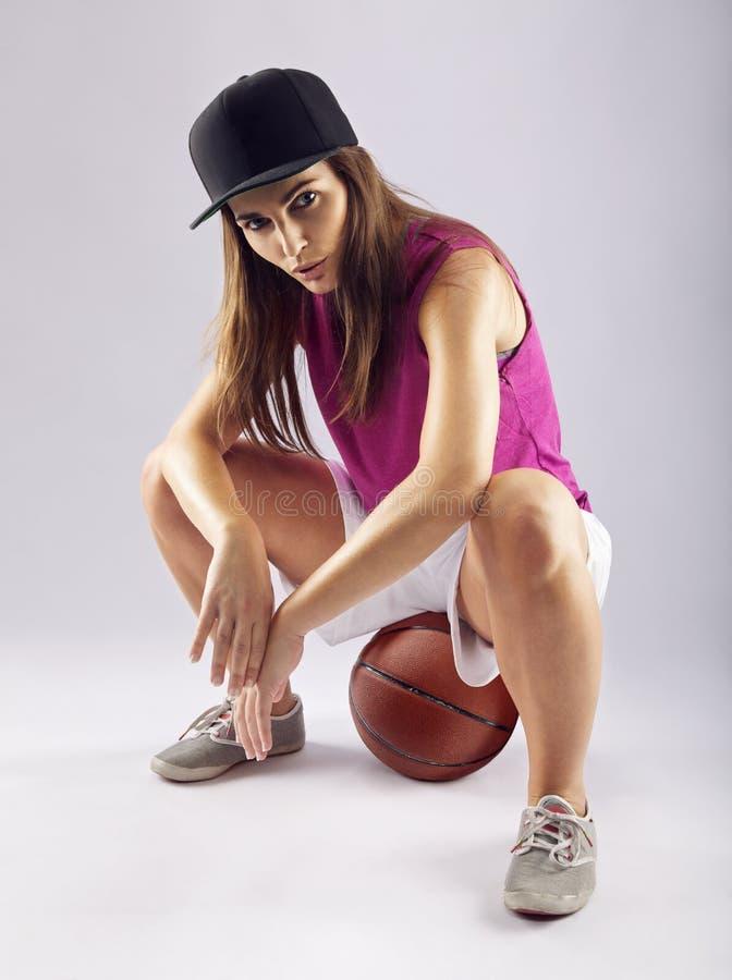 Idrotts- kvinnlig basketspelare fotografering för bildbyråer