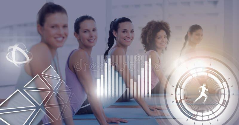 Idrotts- passformgrupp av kvinnor i idrottshall med den vård- manöverenheten arkivbilder