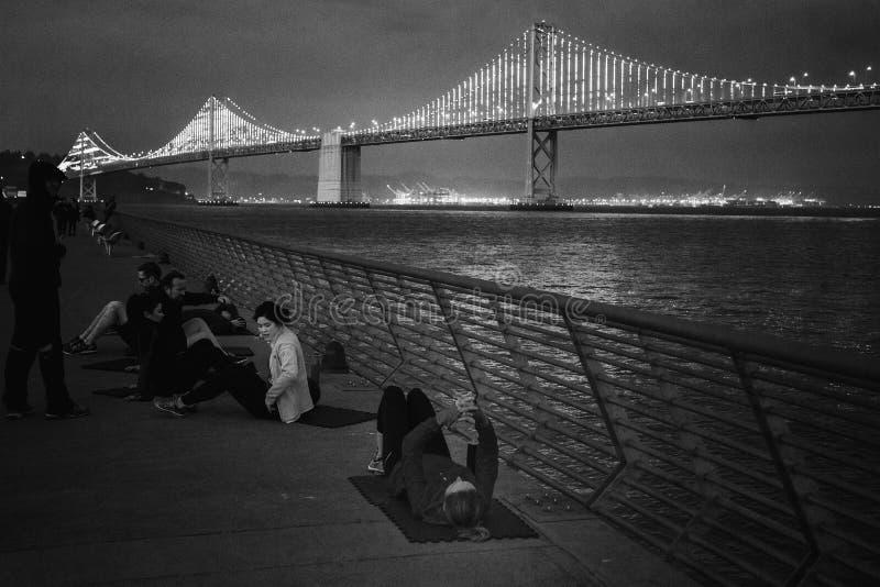 Idrottsman nen som framme utbildar av fjärdbron, San Francisco arkivfoto