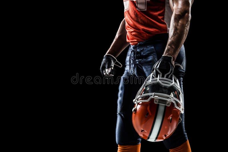 Idrottsmanspelaren för amerikansk fotboll isoleras på arkivfoton
