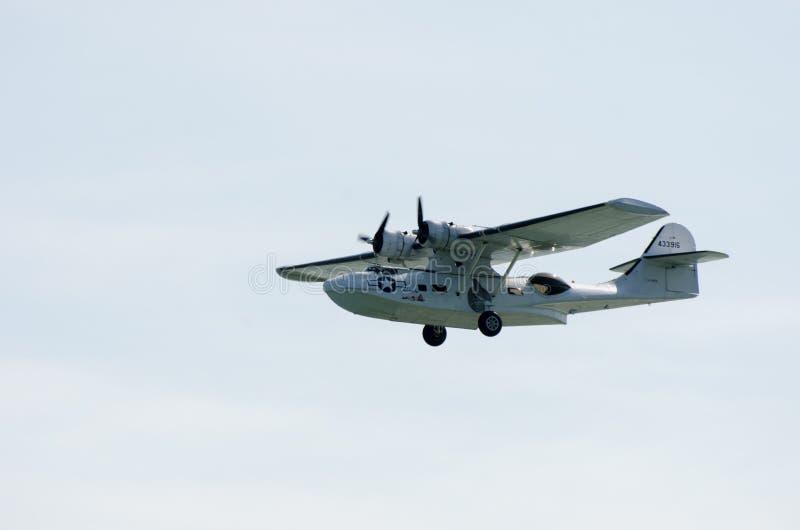 Idrovolante di Catalina nella seconda guerra mondiale U S Colori della marina con il cielo nel fondo immagini stock
