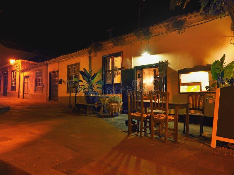 Idylliczna droga przy nocą na losie angeles Palma zdjęcie stock
