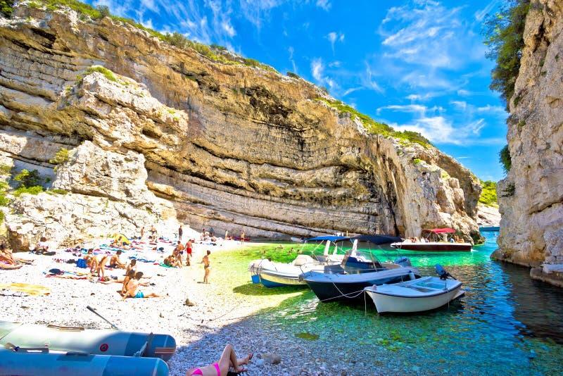 Idylliczna plaża Stinva na Vis wyspie obraz royalty free