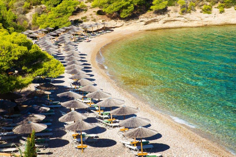 Idylliczna plaża z awinings fotografia royalty free