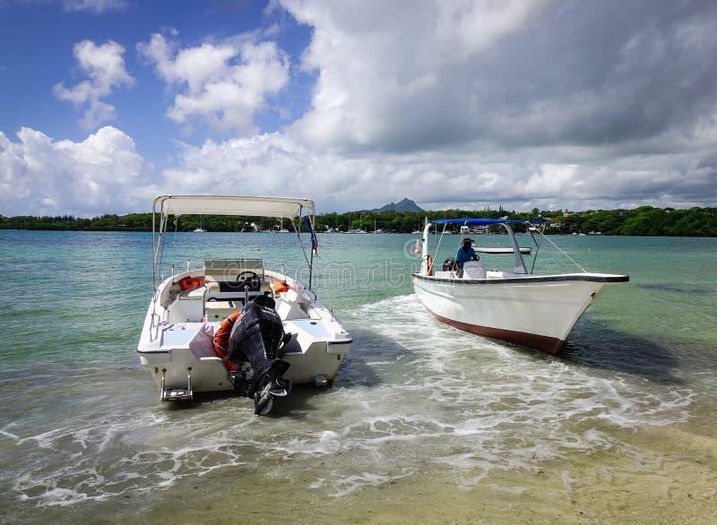 Idylliczna tropikalna morza i turkusu woda obraz royalty free