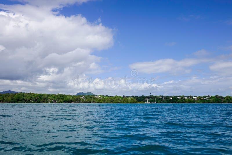 Idylliczna tropikalna morza i turkusu woda zdjęcie royalty free