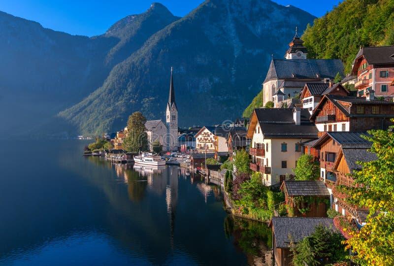 Idylliczna wysokogórska jeziorna wioska Hallstatt, Austria obrazy stock