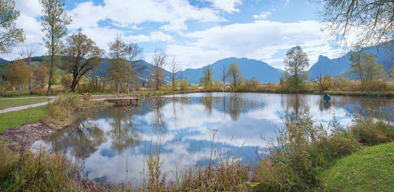 Idylliczny biotop w jesieni, rekreacyjny miejsce blisko unterammergau zdjęcia stock