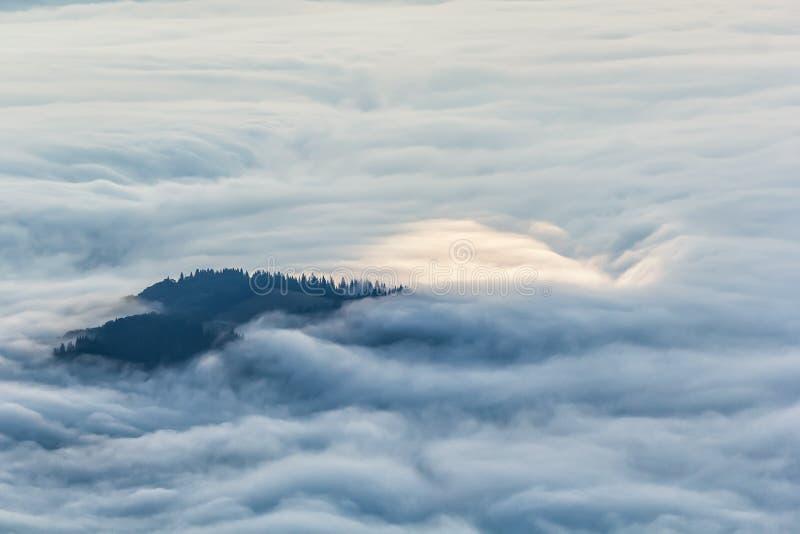 Idylliczny góra krajobraz mgłowy Hdr obrazy stock