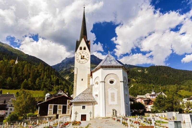 Idylliczny lato krajobraz w Alps z świeżą zielenią fotografia stock