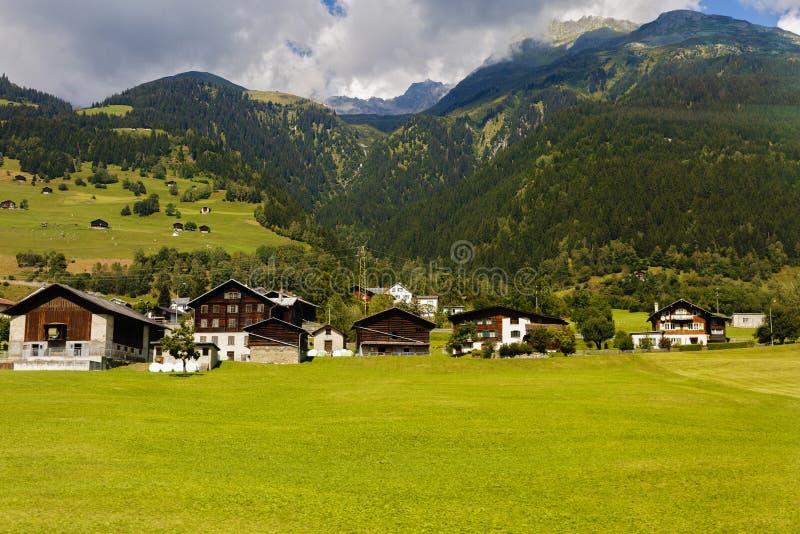 Idylliczny lato krajobraz w Alps z świeżą zielenią zdjęcie stock