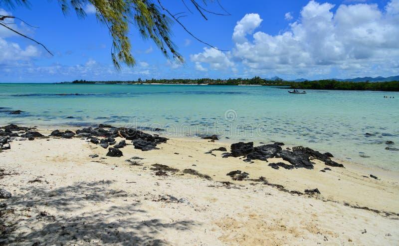 Idylliczny tropikalny morze w słonecznym dniu zdjęcie royalty free