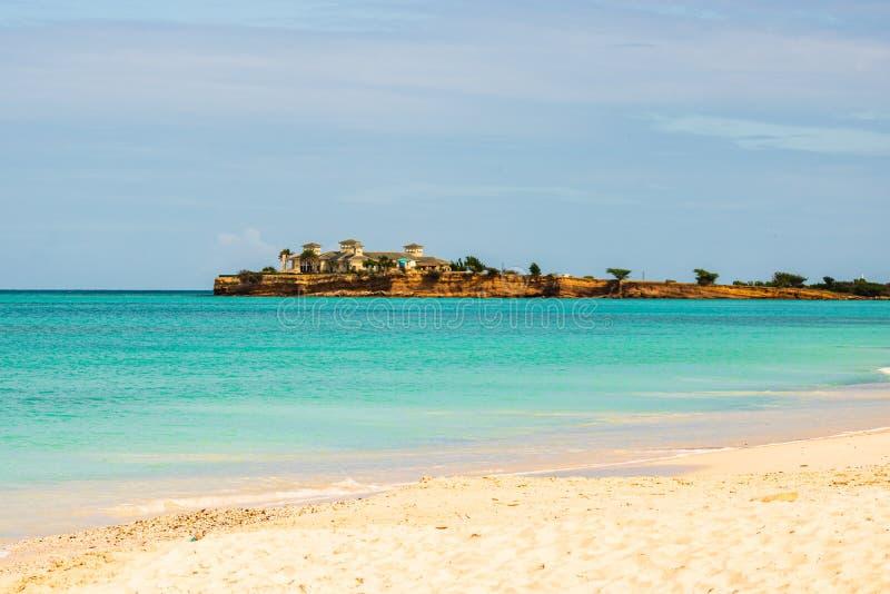 Idyllisch die strand in St John, Antigua en Barbuda, een land in de Antillen in de Caraïbische Zee wordt gevestigd stock fotografie