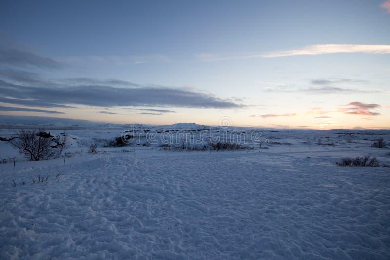 Idyllisch Sneeuw Behandeld Landschap royalty-vrije stock foto's