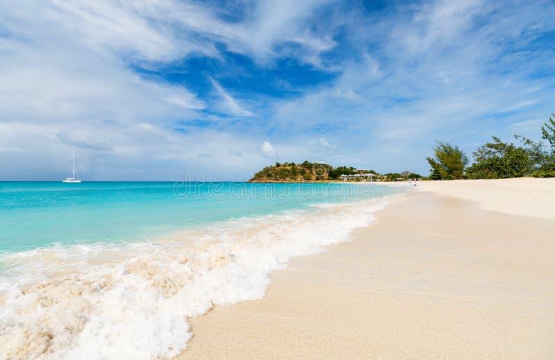 Idyllisch strand in de Caraïben stock afbeelding