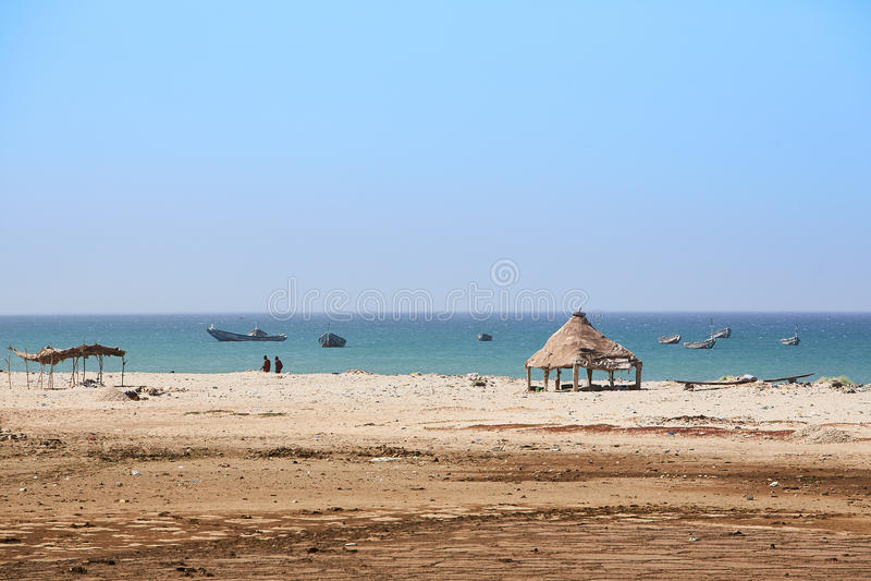 Idyllisch strand in het noorden van Senegal enkel van Dakar stock foto
