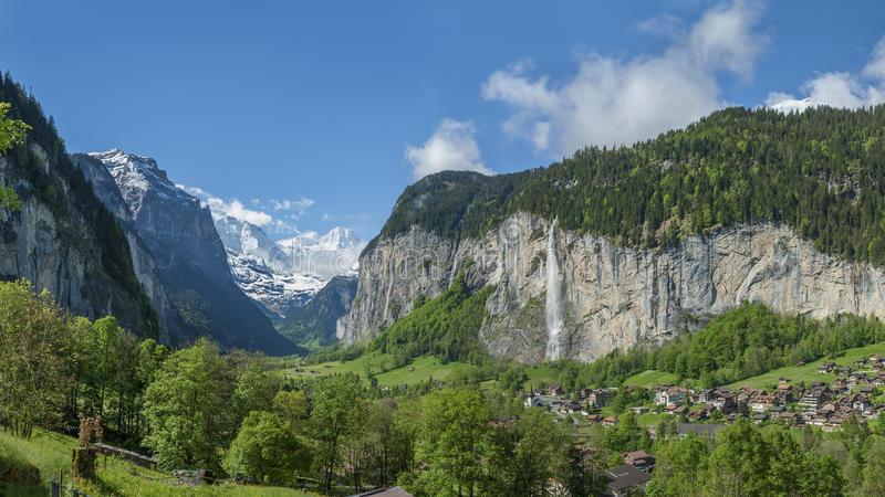 Idyllische Landschaft in der Schweiz lizenzfreies stockfoto