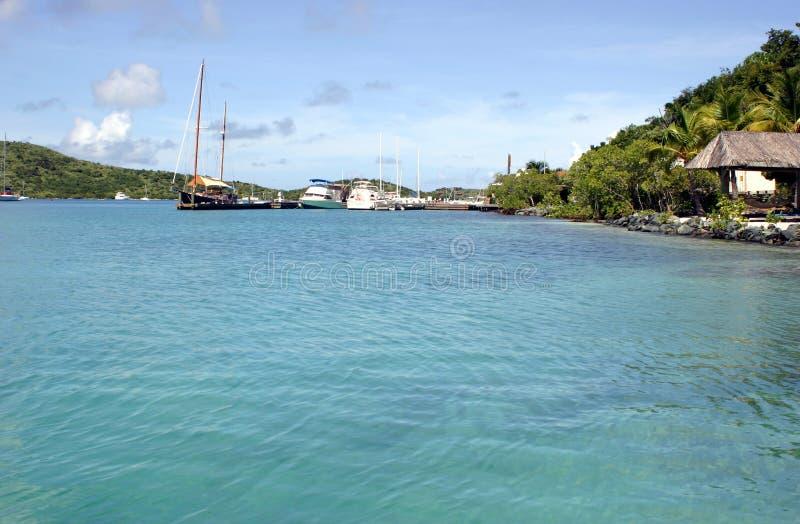 Idyllische tropische Rücksortierung lizenzfreie stockfotos